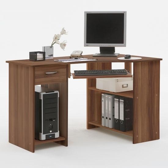 Felix Plumtree corner computer desk - 5 Features Quality Gaming Computer Desks For Home Should Have