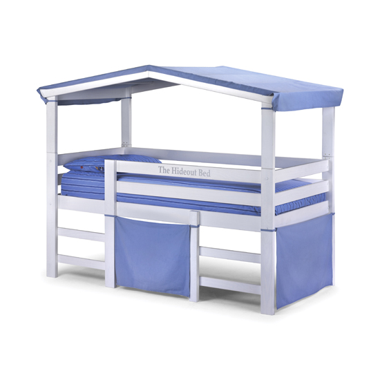 Stylish Hideout bed with blue fabric accessories