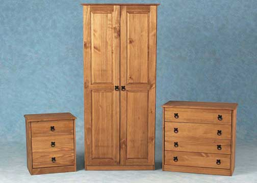 Maya Bedroom Set In Distressed Waxed Pine