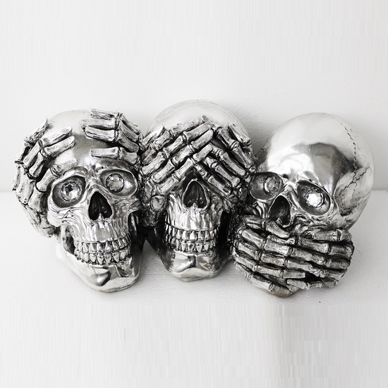 Three Skulls Sculpture In Silver Finish