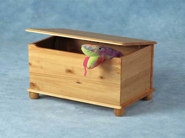 Build a wooden toy box quick woodworking projects - Plan coffre a jouet en bois ...