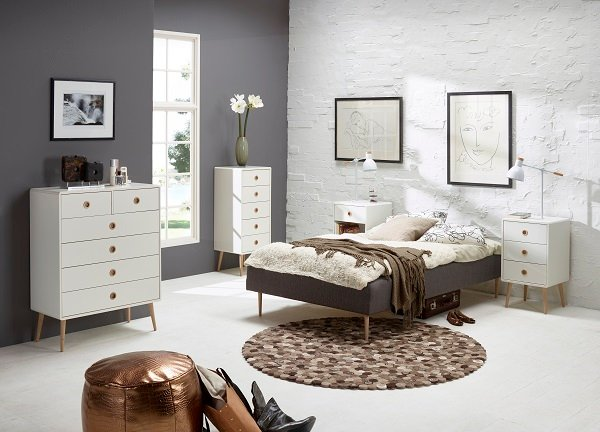 Walton White Bedside Cabinet With Oak Legs And 3 Drawers_5