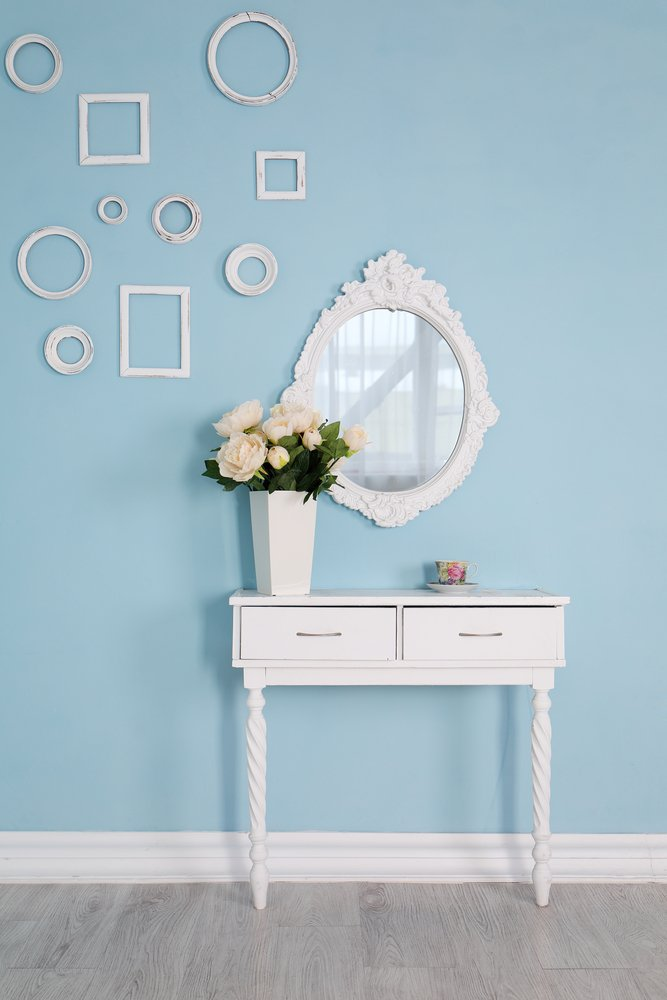 Console table with mirror set for your master bedroom