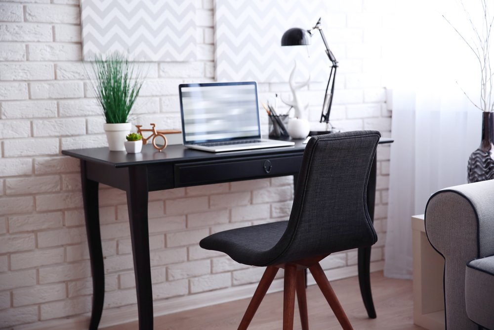 Choosing Modern Desks for Home