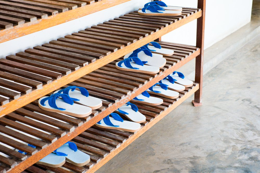 Shoe rack for wardrobe can keep your room organized