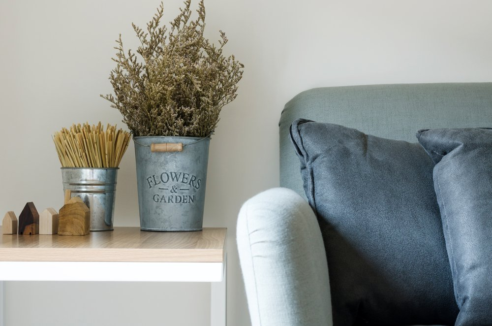 How to decorate side tables with baskets?