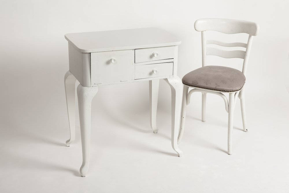 Enhance the Beauty of Your Home with Secured Side Tables with Cabients