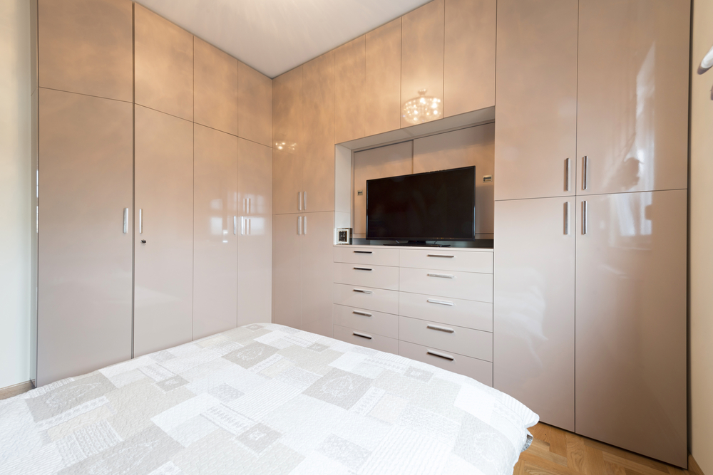 how can you organize your bedroom with wardrobes with integrated