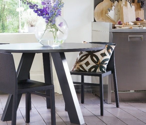 grey tripod dining table - 5 Great Reasons To Go For Quality Round Dining Tables