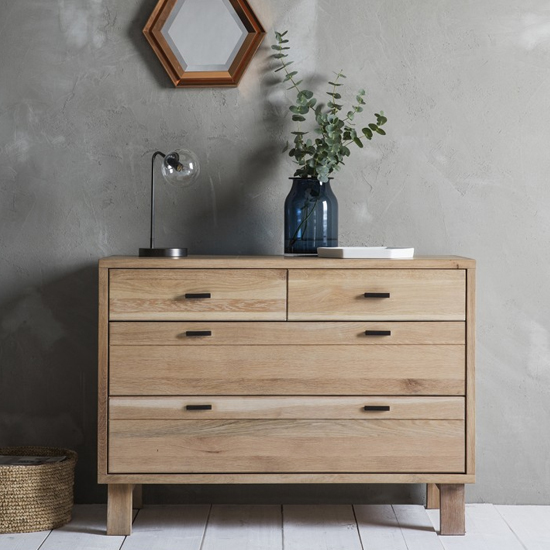 Kielder Chest Of Drawers In Oak With 4 Drawers