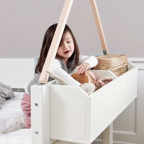 Morden Kids Wooden Day Bed In White And Snow White Saftey Rail_5