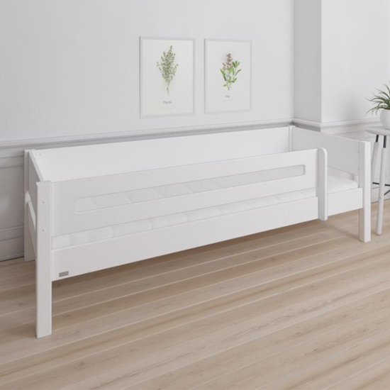 Morden Kids Wooden Day Bed In White And Snow White Saftey Rail_2