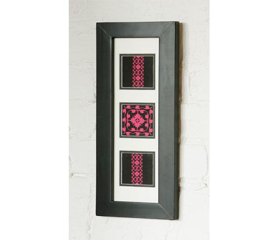 لوحات تضيف الروح لمنزلك pink-modern-flock-picture-frame.jpg