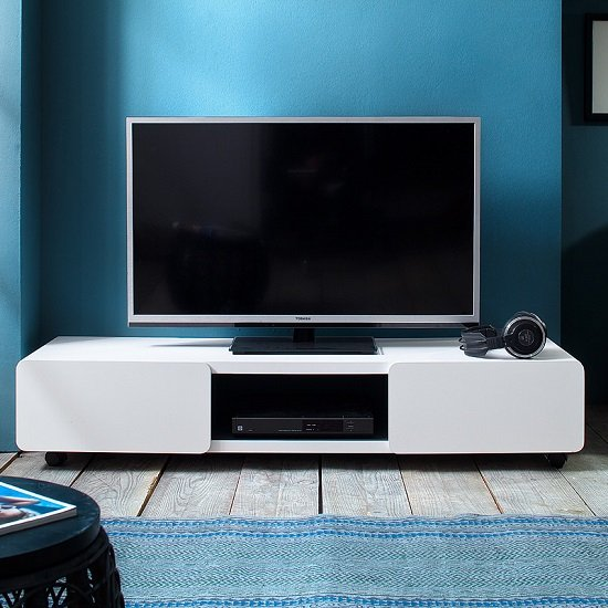 Scarlett Tv Stand In Matt White Lacquered With Rollers