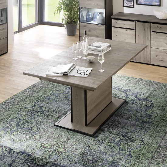 Seattle Extendable Dining Table In Knotty Oak And Metal Accents