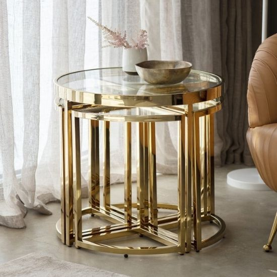 Add a touch of luxury to your living room with our beautiful and modern side tables! Ideal storage furniture for the end of a sofa