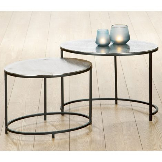 Yreka Oval Set Of 2 Nesting Tables In Silver With Metal Frame